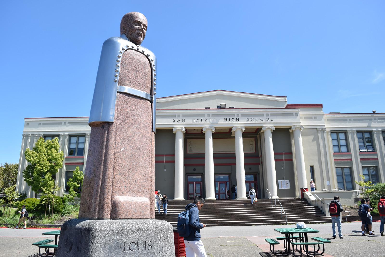 Статуя Луи Пастера Сан-Рафаэль Хай Скул